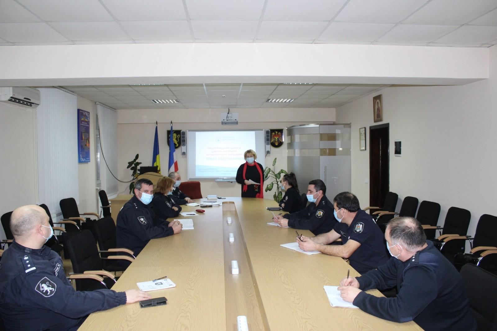 Activitate de informare în domeniul drepturilor omului pentru  polițiștii din Comrat